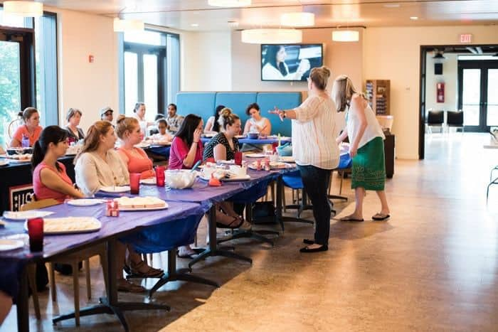 Dessert Decorating Workshop @ the USO - Fort Belvoir | The JavaCupcake Blog https://javacupcake.com