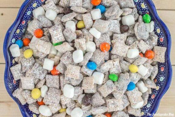 Marshmallow Muddy Buddies | The JavaCupcake Blog https://javacupcake.com