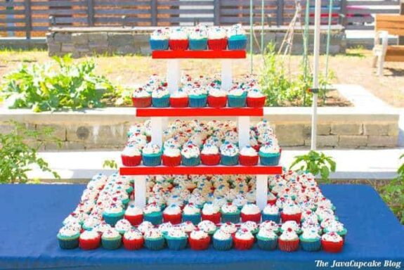 Easy 4th of July Cupcakes | The JavaCupcake Blog http://javacupcake.com