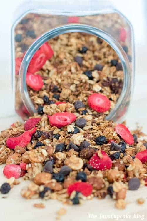 Homemade Peanut Butter & Jelly Granola | The JavaCupcake Blog http://javacupcake.com