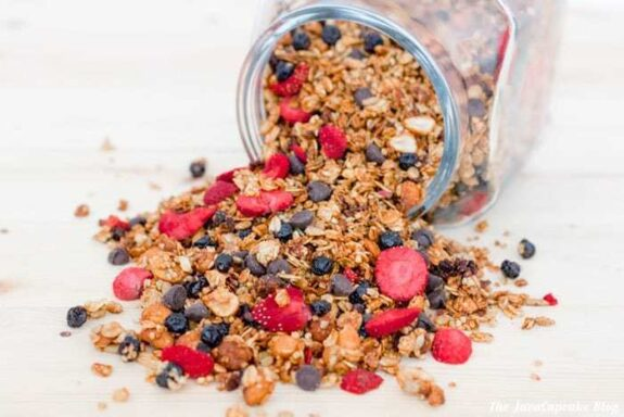 Homemade Peanut Butter & Jelly Granola | The JavaCupcake Blog https://javacupcake.com