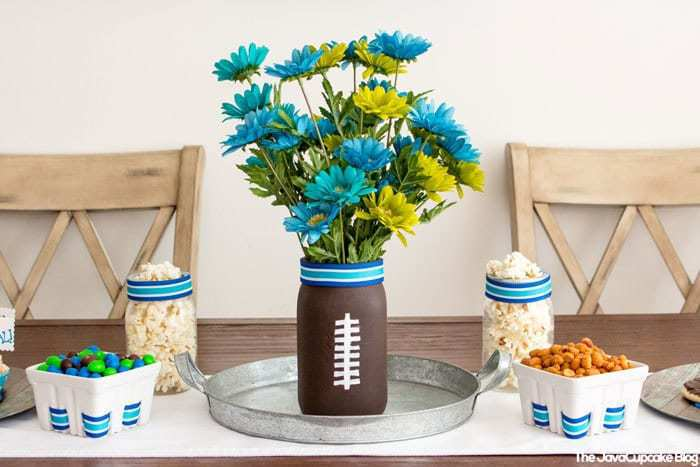 Football Party Tablescape & Decor Ideas | The JavaCupcake Blog http://javacupcake.com
