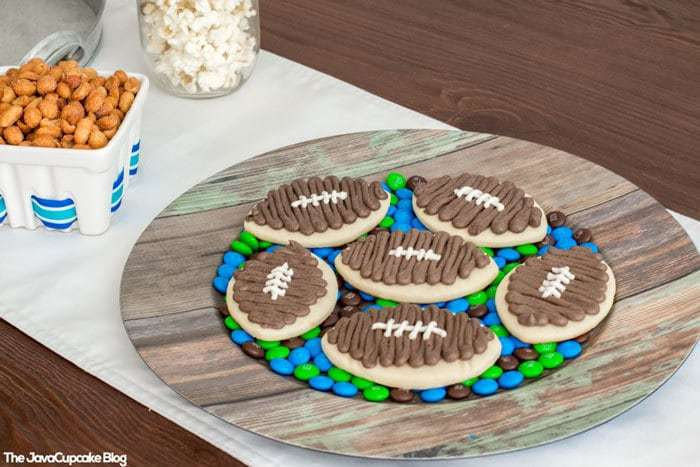 Football Party Tablescape & Decor Ideas | The JavaCupcake Blog https://javacupcake.com