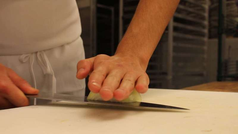 how-to-cut-an-onion-00_01_05_29-still002