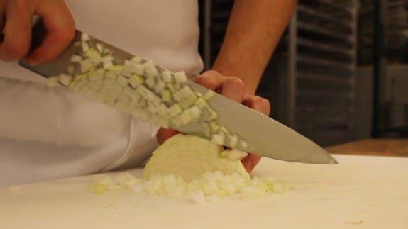 how-to-cut-an-onion-00_01_09_17-still004