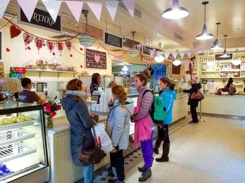 Review: Magnolia Bakery NYC | The JavaCupcake Blog https://javacupcake.com