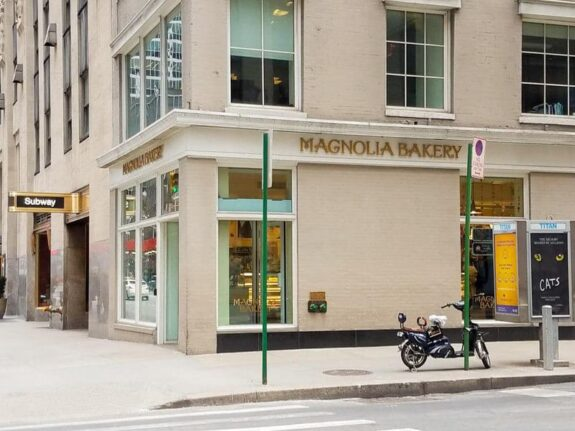 Review: Magnolia Bakery NYC | The JavaCupcake Blog http://javacupcake.com