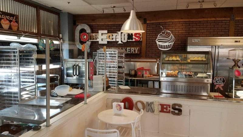 {REVIEW} Confections Cupcakery - Manassas, VA | The JavaCupcake Blog http://javacupcake.com