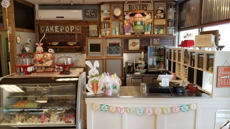 {REVIEW} Confections Cupcakery - Manassas, VA | The JavaCupcake Blog https://javacupcake.com