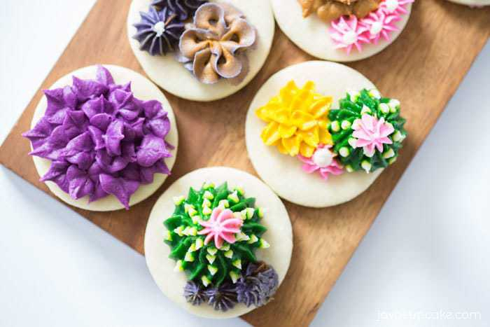 How to make Buttercream Succulents | javacupcake.com