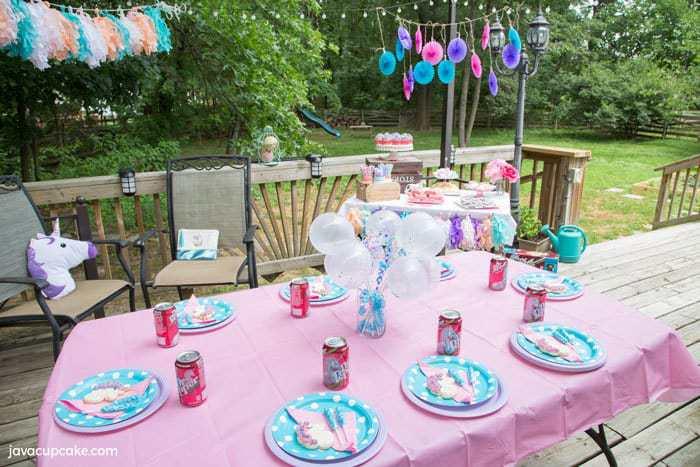 Backyard Unicorn Party inspired by Dr Pepper | The JavaCupcake Blog https://javacupcake.com