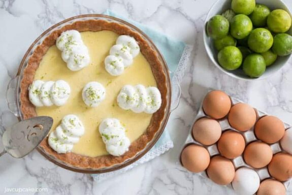 Key Lime Pie #SummerDessertWeek | The JavaCupcake Blog http://javacupcake.com