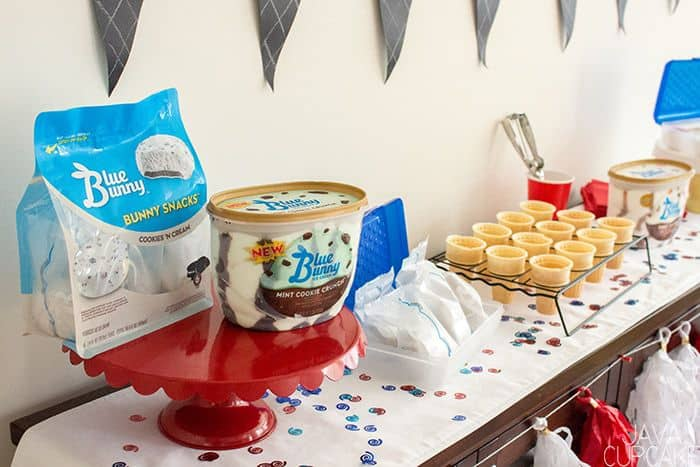 Back to School Ice Cream Social | The JavaCupcake Blog https://javacupcake.com #sponsored #BlueBunny #Walmart