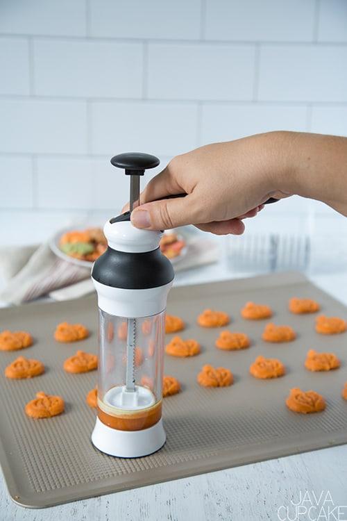 Cinnamon Spritz Cookies | The JavaCupcake Blog https://javacupcake.com #oxo #OXOgoodcookies #fallbaking #cinnamon #spritz #cinnamonspritz