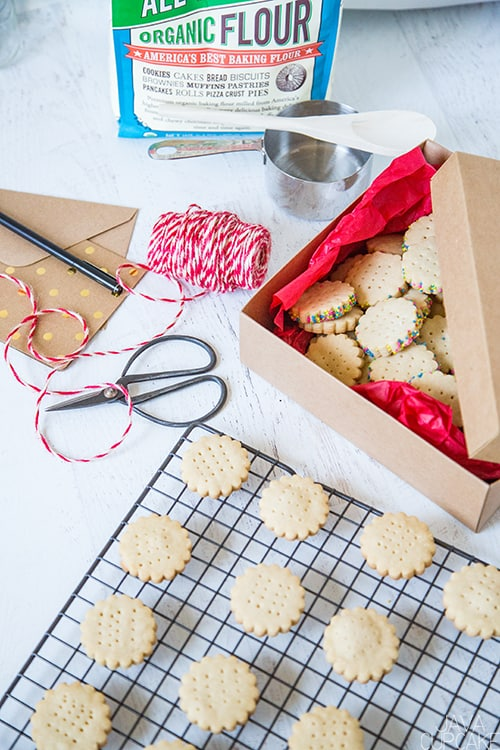 Shortbread Cookies | The JavaCupcake Blog https://javacupcake.com #sponsored #BobsRedMill #Bakesgiving