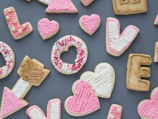 Valentine's Day Sugar Cookies | The JavaCupcake Blog https://javacupcake.com