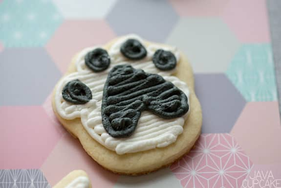Valentine's Day Cat & Fish Cookies | The JavaCupcake Blog https://javacupcake.com