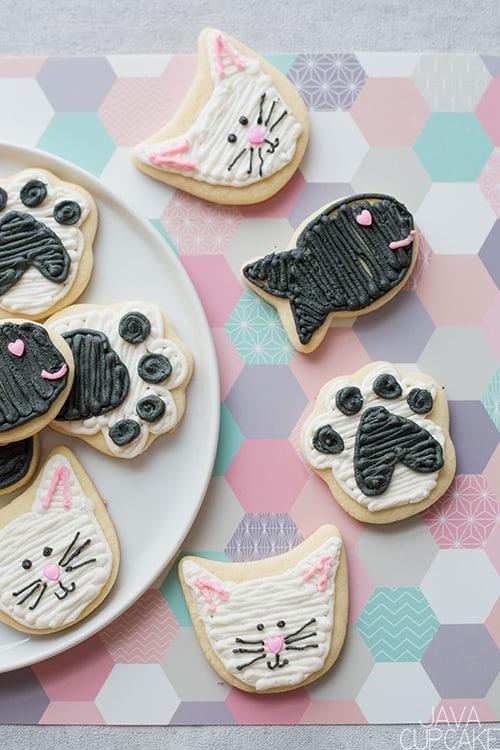 Valentine's Day Cat & Fish Cookies | The JavaCupcake Blog https://javacupcake.com