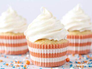 Pipeable Cream Cheese Frosting | The JavaCupcake Blog https://javacupcake.com